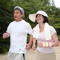 1_ジョギングする老夫婦4_200px
