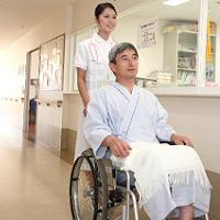 3_看護師と車椅子の男性4_200px